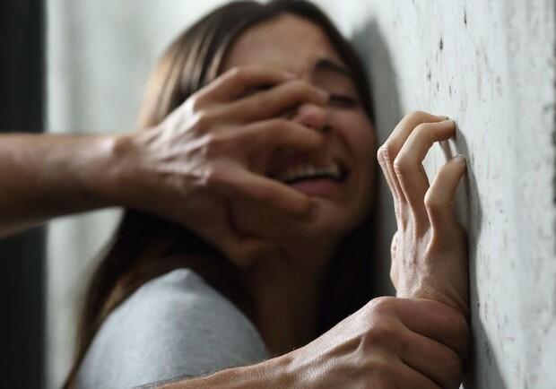 Пьяный северодвинец ворвался в квартиру девушки и изнасиловал её | Новости  Дня 29