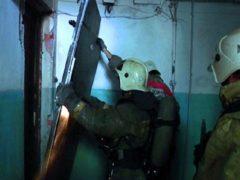 За вскрытой дверью квартиры на окраине Архангельска обнаружен труп мужчины