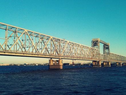 Закрытие ж/д моста изменит
