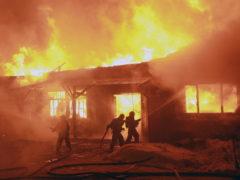 Большая мебельная фабрика сгорела в Архангельске за семь часов: ВИДЕО