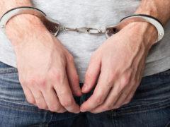 Ограбившего в День Победы магазин вора задержала полиция Архангельска