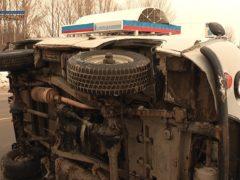 УАЗ перевернулся при уходе от столкновения в Северодвинске: ВИДЕО