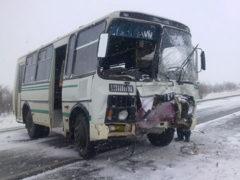 В Архангельске водитель «ПАЗа» протаранил иномарку