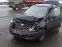 Юная автоледи устроила ДТП на перекрестке в Архангельске