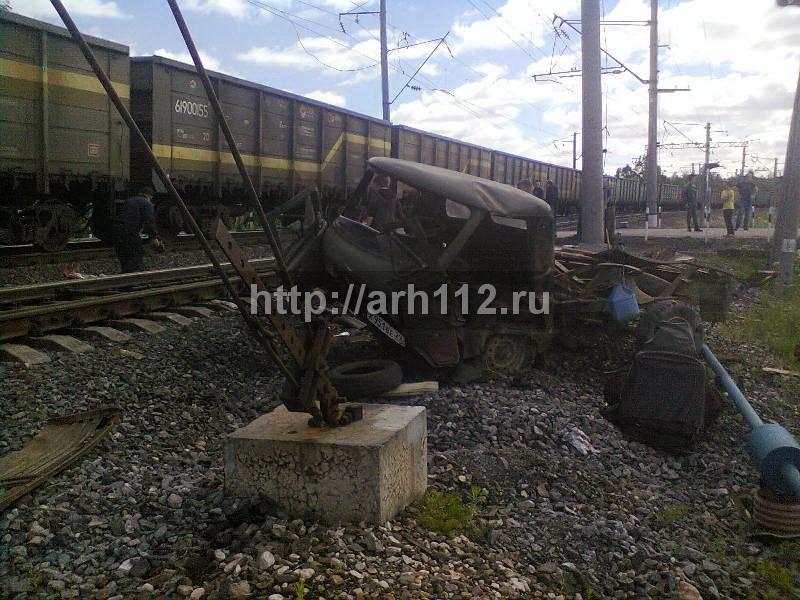 ВКоношском районе встолкновении поезда иУАЗа погибли мужчина иженщина